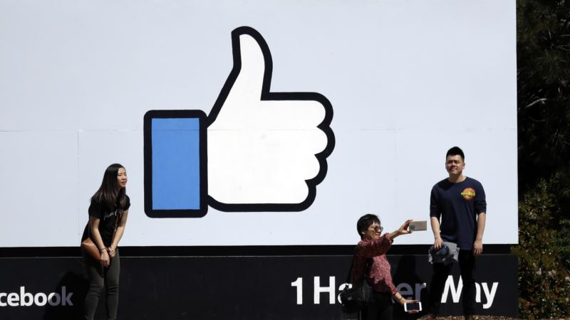 Facebook Shareholders Ask Company Leaders for More Accountability