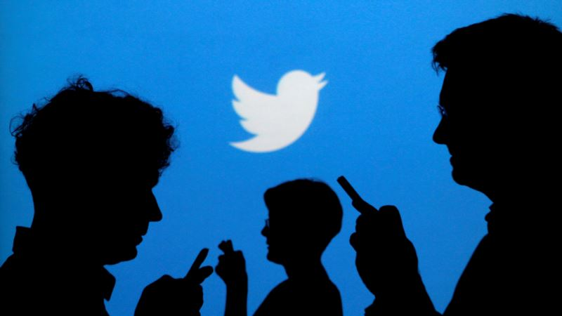 Twitter Reports Drop in Active Users; Share Price Sinks