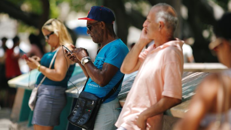 Cubans Cheer as Internet Goes Nationwide for  Day