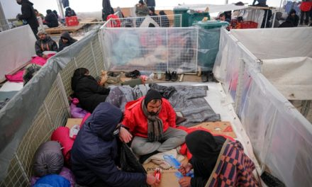 Hundreds of Migrants Freezing in Heavy Snow in Bosnia Camp