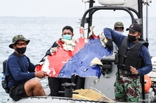 Indonesian Navy Attempts to Recover Flight Recorders of Crashed Jetliner